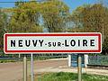 Neuvy-sur-Loire-FR-58-panneau d'agglomération-02.jpg