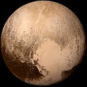 Pluto a speculatro New Horizons pictus, regione Tombaugh colore albido subter visa