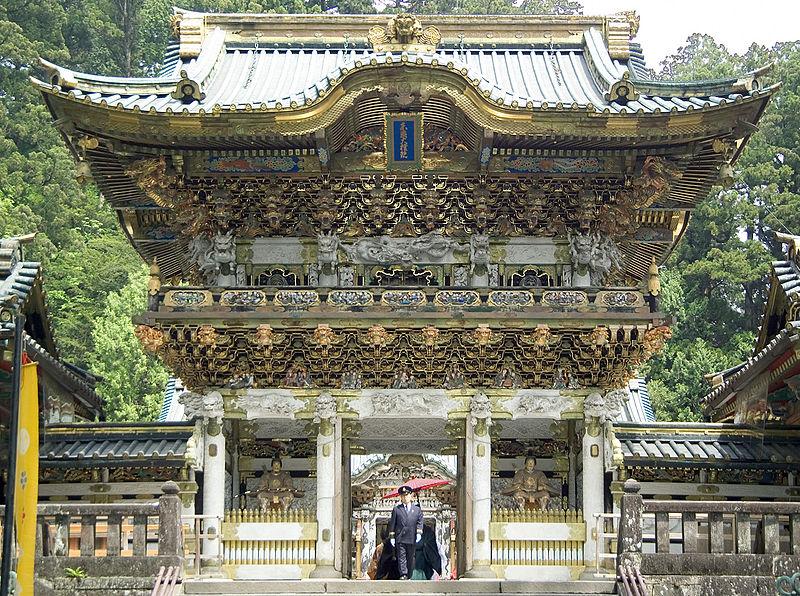 http://upload.wikimedia.org/wikipedia/commons/thumb/c/cd/Nikko_Yomeimon_M3135.jpg/800px-Nikko_Yomeimon_M3135.jpg