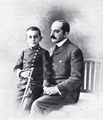 Nikolaus v. Wassilko mit Sohn Hamilkar, 1903.png