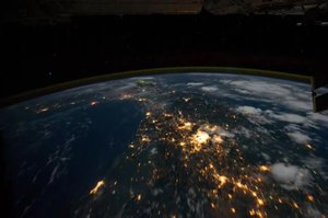 Archivo:Northwest coast of United States to Central South America at Night.ogv