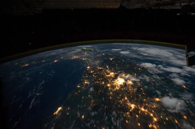 پرونده:Northwest coast of United States to Central South America at Night.ogv