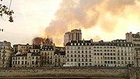 Notre-Dame de Paris, Incendie 15 avril 2019 20h10.53.jpg