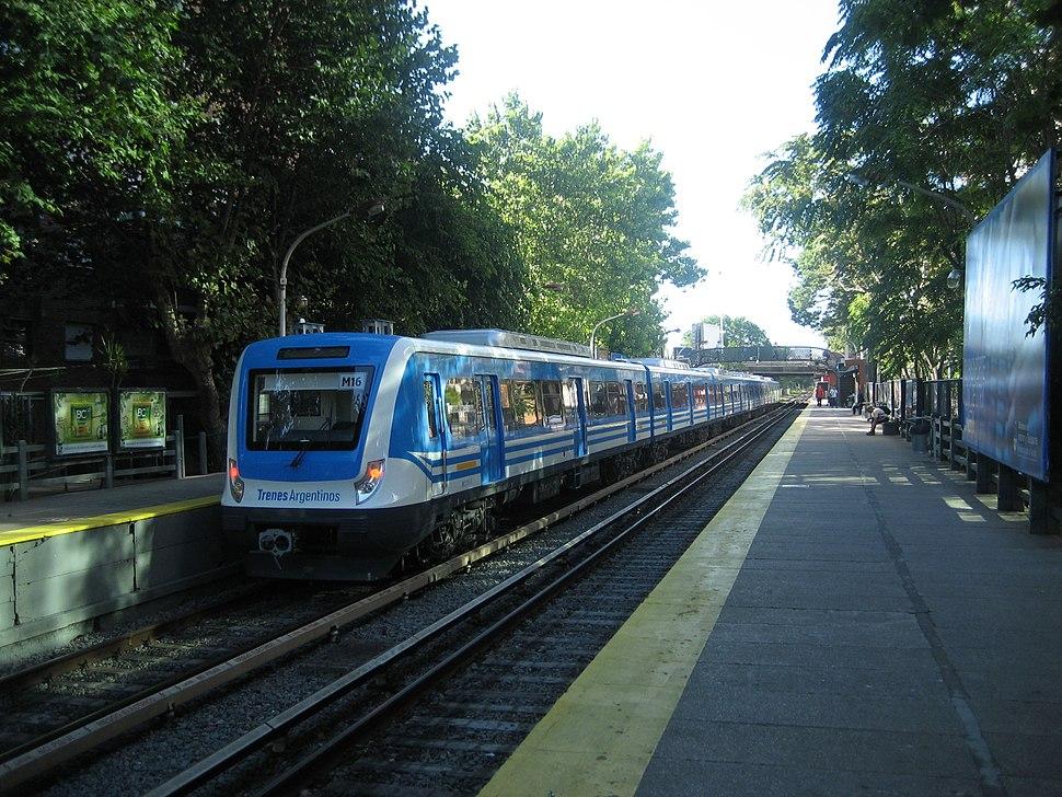 Nuevo tren en Estaci%C3%B3n Rivadavia (L%C3%ADnea Mitre), Buenos Aires, Enero 2015
