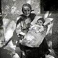 """Otrok v """"pouštru"""". Tako ga čez dan pestvajo. Polje 1954.jpg"""