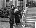 Ouden van Dagen defileren langs koningin Ouden van Dagen uit Maasdam, Bestanddeelnr 912-5943.jpg