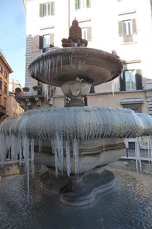 January 2017 European cold wave - A frozen fountain in Rome on 7 January 2017