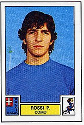 Rossi al Como nella stagione 1975-1976, all'esordio in Serie A, in una figurina Calciatori.