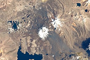 Parinacota (volcano) - Parinacota volcano in the centre. Upper right is Pomerape, left are the Cotacotani lakes and the avalanche deposit and the black structure below the middle is Lake Chungará