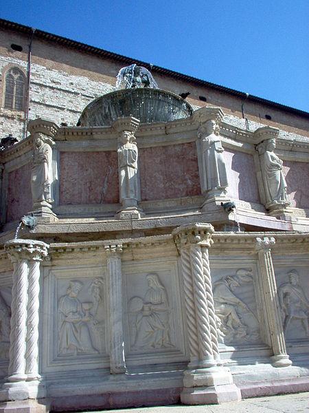 File:Perugia Fontana Maggiore.JPG