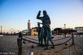 """Piazza Spose dei Marinai e monumento a """"La Ma'"""".jpg"""
