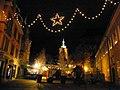 Place des Martyrs-de-la-Résistance de nuit (Colmar).jpg