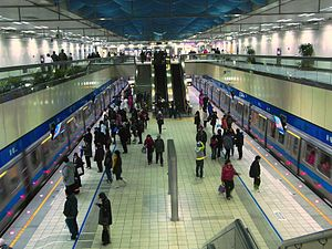 Platform in Xinpu MRT Station.JPG