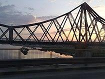 "Podul Carol I cu statuile ""Dorobanții"" - vedere laterala rasarit.jpg"