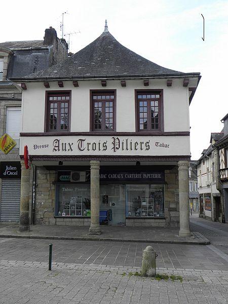 Maison des Trois-Piliers, sise place du Docteur Angue Guépin à Pontivy (56).