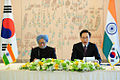 President Lee Myung-bak holds a summit with Prime Minister Manmohan Singh (1).jpg