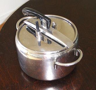Pressure cooker bomb - Pressure cooker