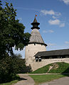 Pskov Kremlin MiddleTower1.JPG