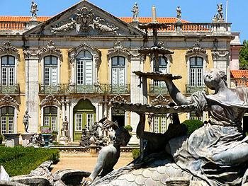 El Palacio Real de Queluz desde sus jardines