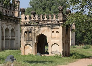Qutb Shahi Tombs - small tomb.jpg