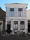 foto van Huis met lijstgevel, pleisterwerk