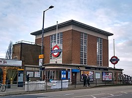 Rayners Lane Station 10 Jan 2019.jpg