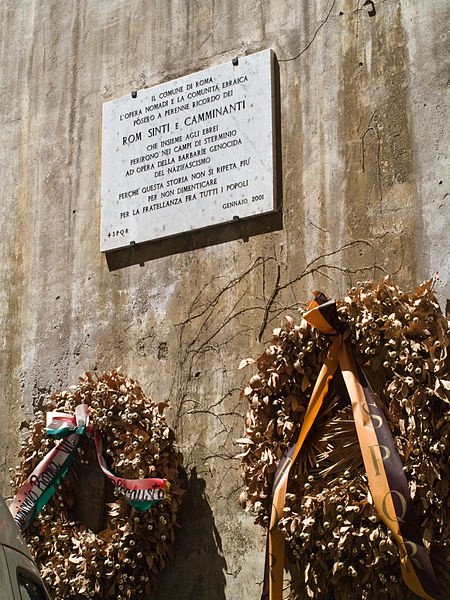 File:Roms Sinti persecutions plaque.jpg