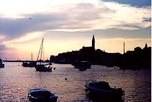 Veduta di Rovigno al tramonto