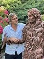 Sébastien langloÿs et la statue de Jean de La Fontaine créée pour le quatrième centenaire de la naissance du fabuliste.jpg