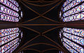 Sainte Chapelle, vitraux et voûte.jpg