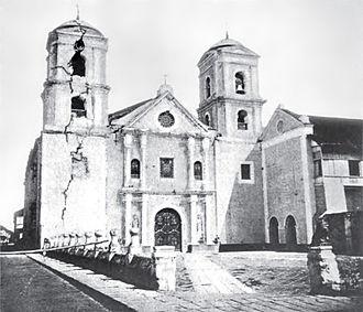 1880 Luzon earthquakes - Image: San Agustin Church, Manila after the 1880 earthquake