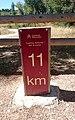 Señal del Camino Natural del Eresma junto a la antigua estación de la línea Villalba-Medina del Campo (23 de agosto de 2015, Hontanares de Eresma) 02.jpg