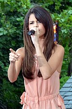 Selena Gomez Live on Good Morning America 02 (cropped) 2.jpg