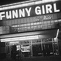 Serie. Reclamecampagne film Funny Girl. Cinema Du Midi verlicht, exterieur, Bestanddeelnr 922-1597.jpg