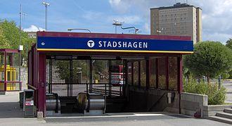 Stadshagen metro station - Image: Stadshagens tunnelbanestation, ingång