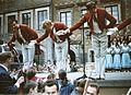 Starówka 1960 – Warszawa, Rynek Starego Miasta – Polonez w wykonaniu baletu 04.jpg