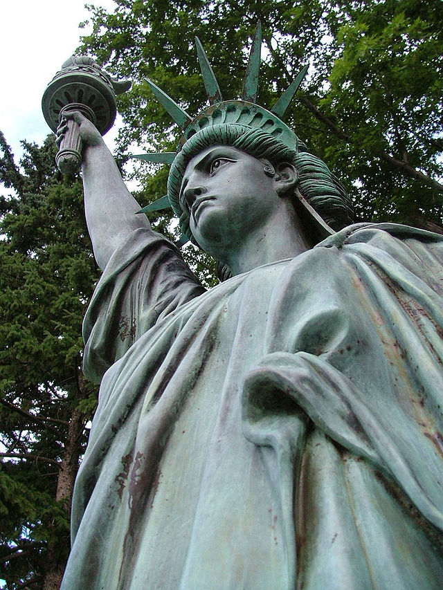 Statue of Liberty replica -- I'm outta here...
