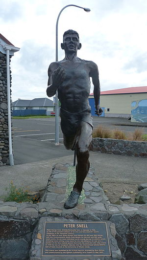 Peter Snell - Statue of Snell erected in 2007