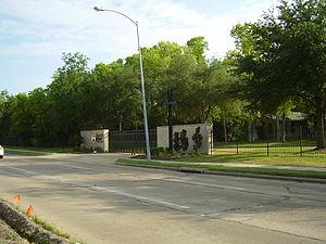 Strake Jesuit College Preparatory - Entrance to Strake Jesuit