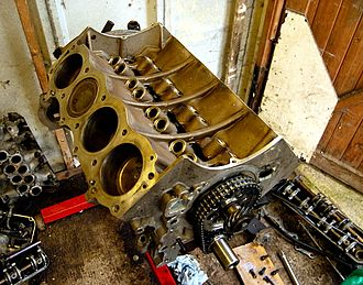 Monobloc engine - Rover V8 engine, with both blocks and crankcase formed en bloc