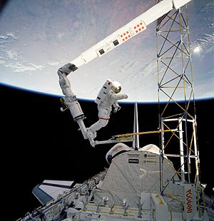 STS-61-B - Construction of the ACCESS structure.