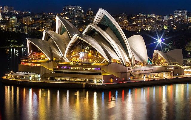 640px-Sydneyoperahouse_at_night.jpg