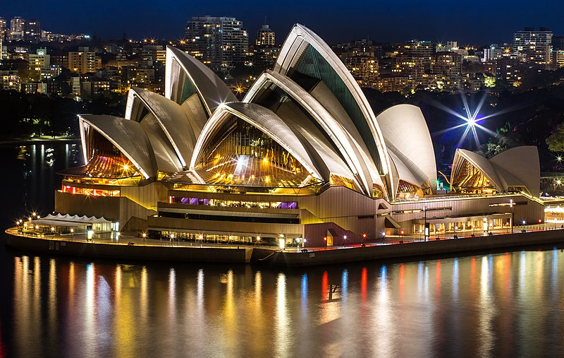 Tiedosto:Sydneyoperahouse at night.jpg
