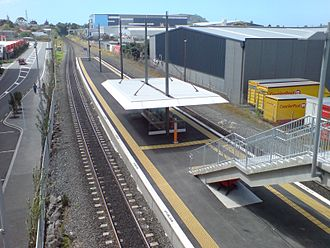 Sylvia Park railway station - View of the station in 2007 from the station overbridge, prior to electrification.