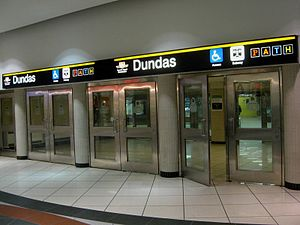Dundas station (Toronto) - Entrance from the Eaton Centre