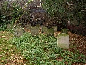 Joseph John Gurney - Joseph John Gurney's grave (right) in the Gurney family burial plot at Gildencroft Quaker Cemetery, Norwich.