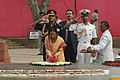 The President of India, Smt. Pratibha Patil paying floral tributes at Vijay Ghat the Samadhi of Late Prime Minister Lal Bahadur Shastri, in Delhi on July 26, 2007.jpg