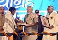 The Prime Minister, Shri Narendra Modi distributing the awards to Champion Swachhagrahis, at the National Convention of Swachhagrahis, at Motihari, in Bihar (1).jpg