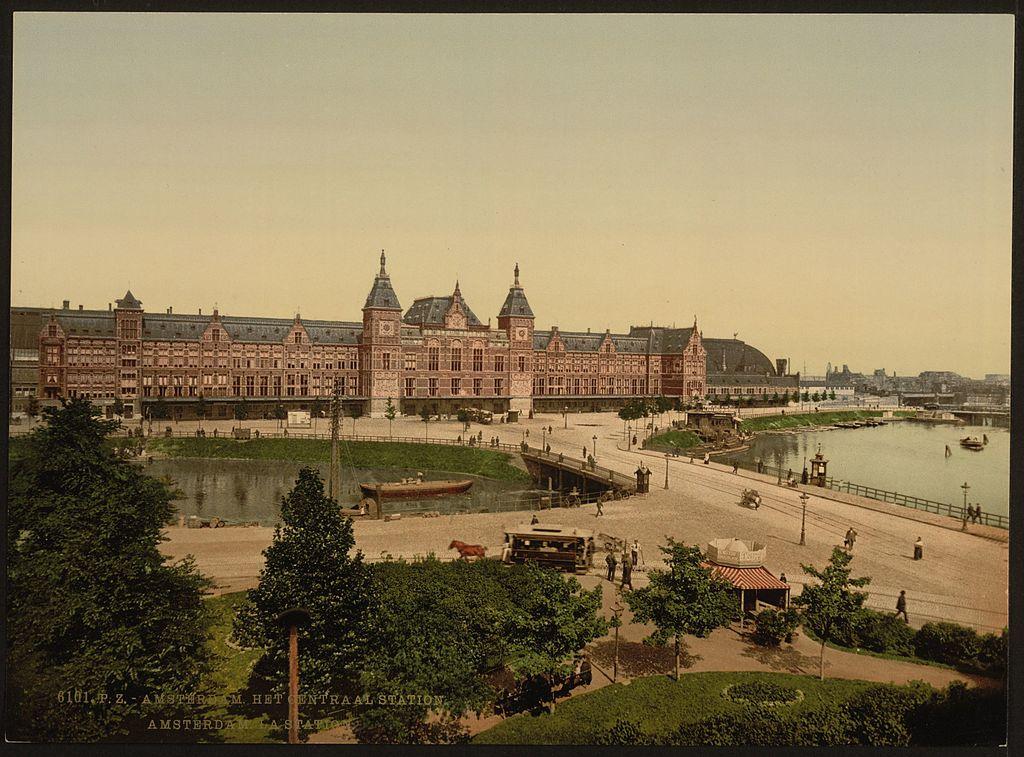 Gare centrale d'Amsterdam en 1900