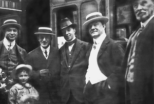 C. Dundas Slater - Left to right: Theodore Hardeen with his son, Joe Hyman, Harry Day, Lord Northcliffe and C. Dundas Slater.